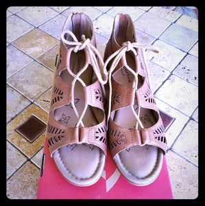 Comfortiva lace up sandals